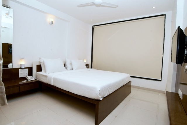 Luxurious_-_Suit_Rooms__2_(800x534)