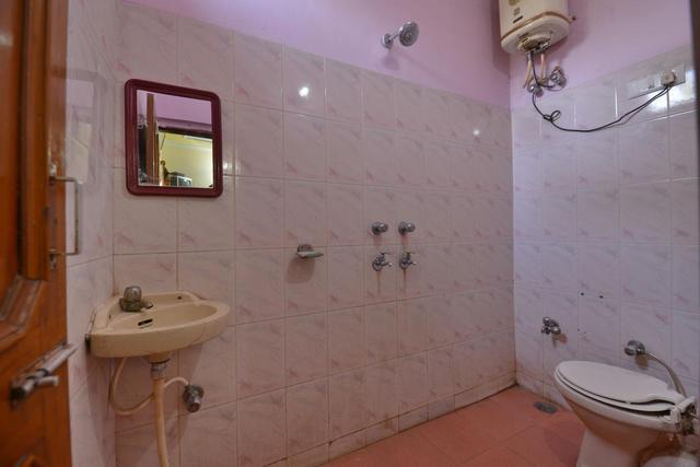 washroom1stfloor_room