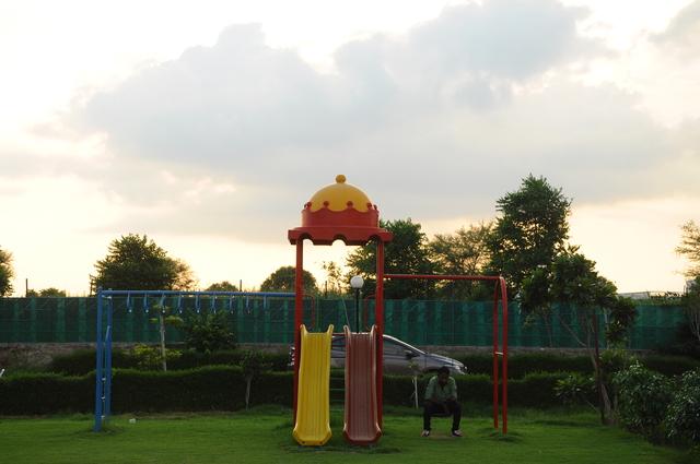Kids_Play_Area_(2)