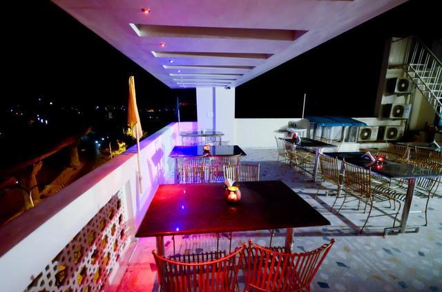 hotel-sunday-inn-jaipur-roof-top-restro-73955656252fs