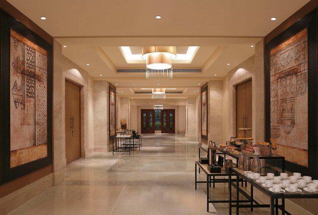 12_DoubleTree_by_Hilton_Agra_-_Pre-function_Area
