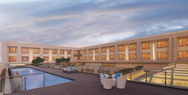 14_DoubleTree_by_Hilton_Agra_-_Outdoor_pool_with_views_of_the_Taj_Mahal