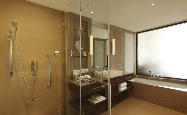 23_DoubleTree_by_Hilton_Agra_-_One_Bedroom_Suite_(Washroom)
