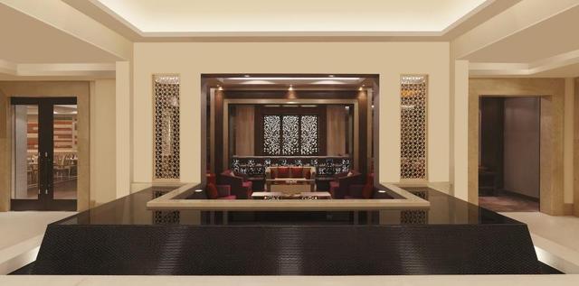 4_DoubleTree_by_Hilton_Agra_-_Plush_Bar