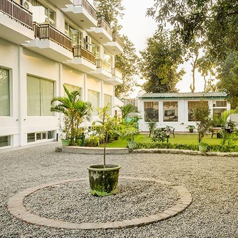 Corbett_Blue_Sky_Hotel_and_Resort_1