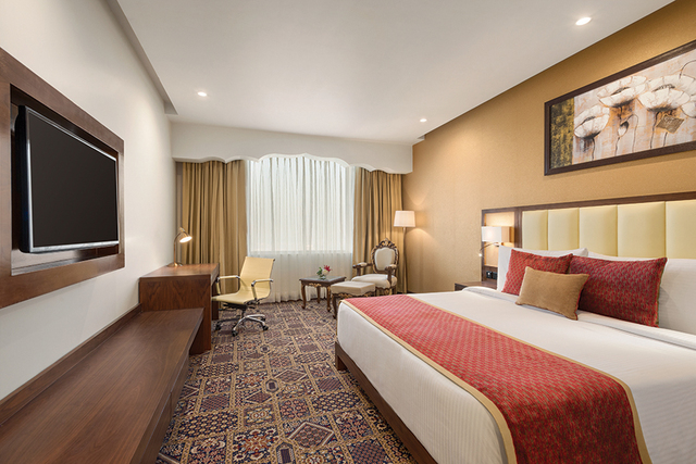 Club_Room_at_Ramada_Plaza_Agra