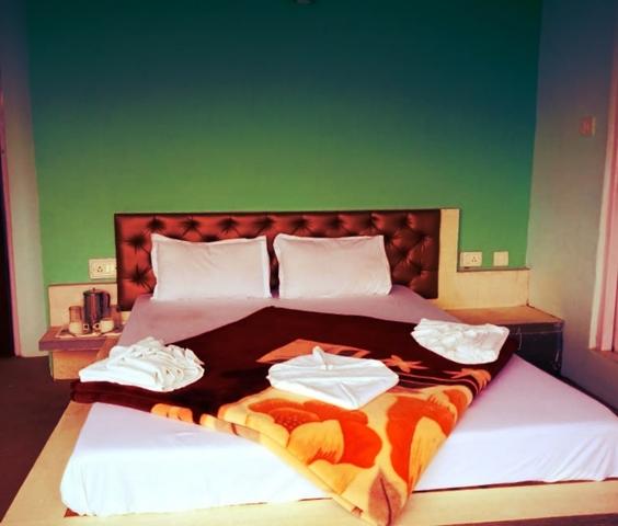Luxury_Room_(3)