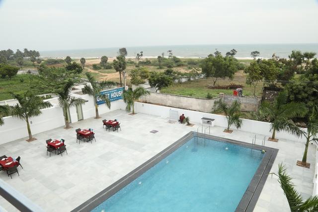 Swimming_Pool_View