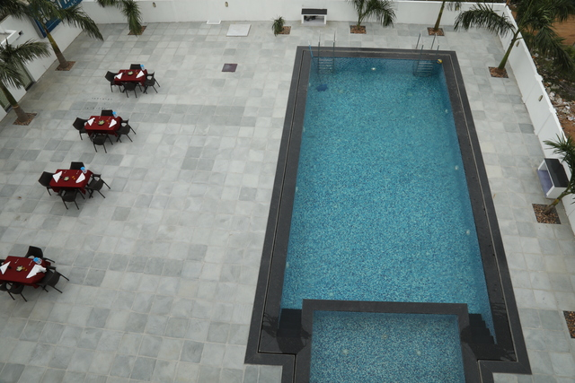 Swimming_Pool_and_Open_Restaurant_Seating