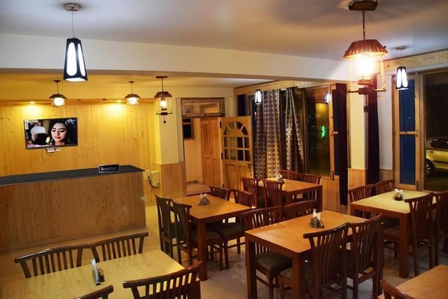 hotel-mahavir-manali-reception-65610301083fs