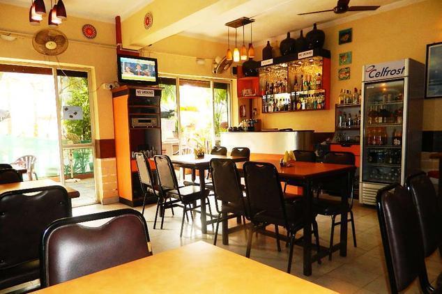 hotel-4-pillars-goa-restaurant-42251004g