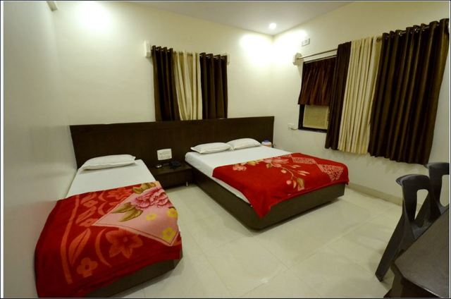 Hotel_bandhan_Tripple_Bed_Shirdi
