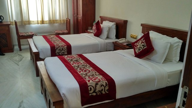 Deluxe_Heritage_twin_bed
