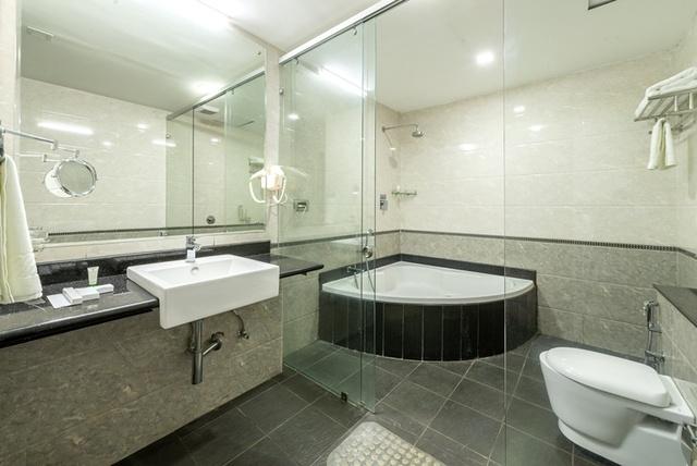 Maple___Mahagony_Bathroom_3