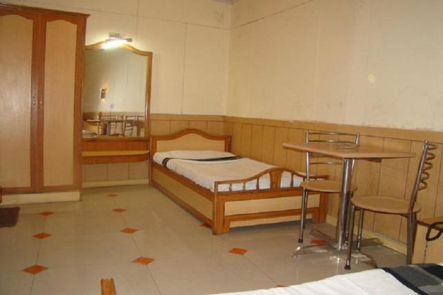 hotel-hill-top-shimla-triple-bedded-room-2-44076752050fs