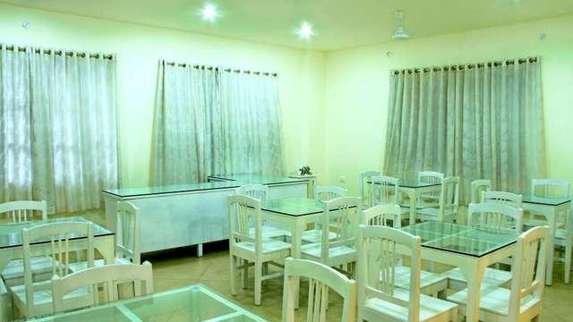 dining_area_Hotel_The_Markz_Inn_Kochi_gwlrus