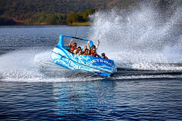 jet_boat_extreme