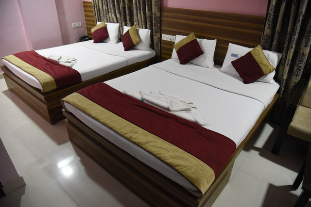 Four_Bed_AC_Room0