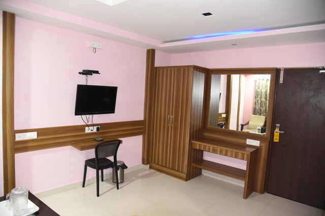 Four_Bed_AC_Room2