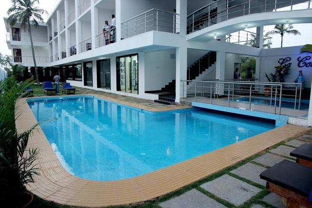 la-conceicao-beach-resort-goa-pool-54653407515fs