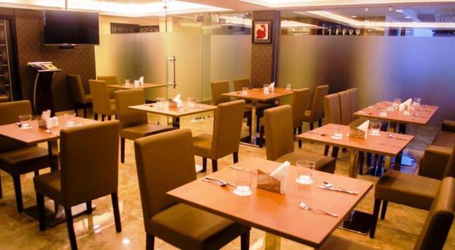 comfotel-kolkata-restaurant-48901076017fs