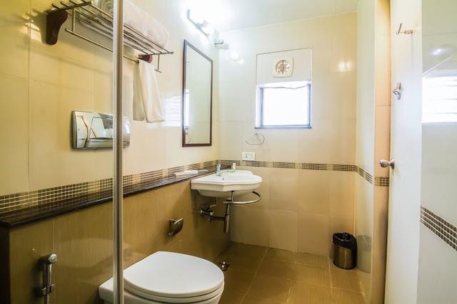 Mahagony_bathroom2