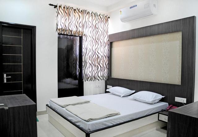 hotel-kanhaiya-paradise-jaipur-guest-room-44308554788fs