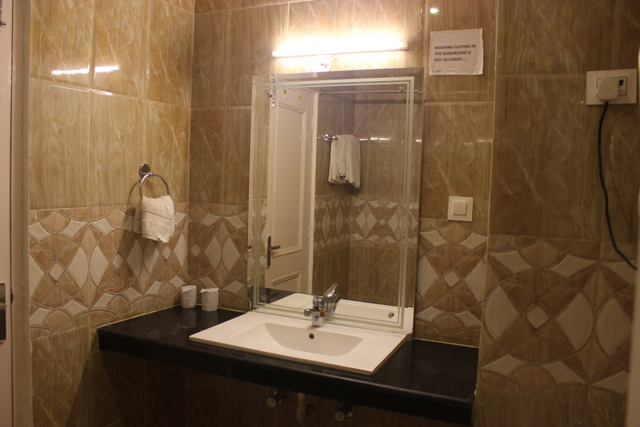 ra-hotels-the-himalayan-paradise-manali-super-dle-room-bath-room-90813633033-jpeg-fs