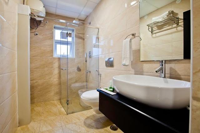 MapleTwin-Bathroom-1