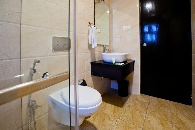 MapleTwin-Bathroom-2